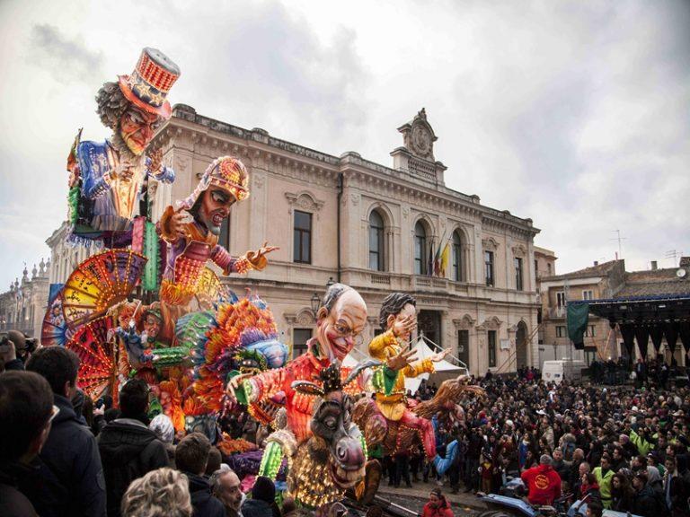 Carnevale di Palazzolo Acreide 2020: programma e date della sfilata dei carri allegorici