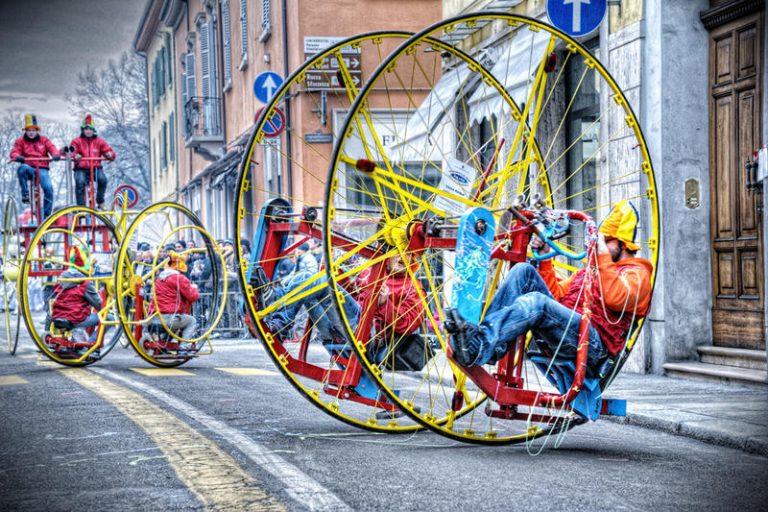 Carnevale di Imola 2021, la festa dei fantaveicoli più pazzi dell'Emilia Romagna