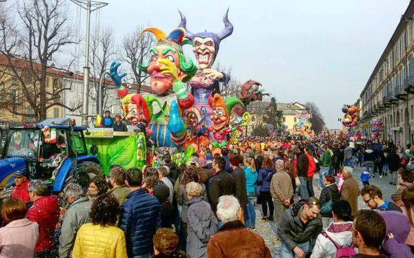 Carnevale di Pinerolo 2021: date della sfilata dei carri allegorici